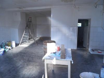 Hala depozitare/productie/spatiu birou/locuit de inchiriat zona Closca