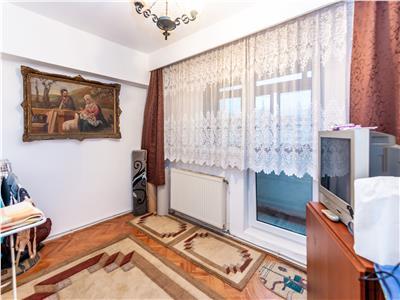 Apartament 4 camere, intrarea in Micro 17